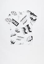 PUMA - Alpha graphic aop tee - white
