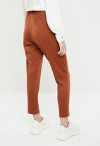 Superbalist - Button detail tapered trousers - rust