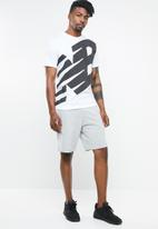 New Balance  - Contender graphic tee - white