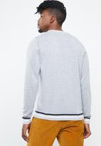 Jack & Jones - Silas knit crew knit - grey