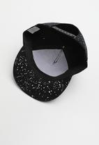 POP CANDY - Splatter flat brim cap - black