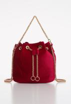 Superbalist - Adina velvet bucket bag - burgundy