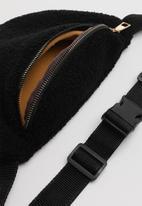 Superbalist - Faux sherpa waist bag-black