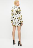 Missguided - Satin floral pyjama dress - cream & black