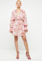 Missguided - Chiffon floral frill dress - pink