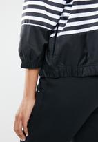 Nike - Woven la jacket - black & white