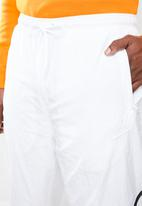 Nike - NSW HBR woven pant - white & black