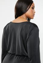 Missguided - Curves twist front slinky maxi dress - black