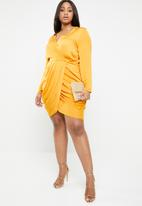 Missguided - Curve satin wrap over ruched side dress - yellow