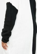 Missguided - Curve roll neck spliced jumper dress - black & white