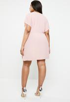 Missguided - Curve kimono sleeve wrap front dress - pink