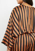 Missguided - Plus size kimono stripe jumpsuit - brown & black