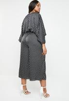 Missguided - Plus size kimono polka dot jumpsuit - black & white