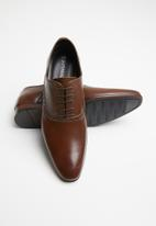 Superbalist - Bagworth leather brogue - brown