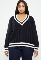 STYLE REPUBLIC PLUS - Cable knit v-neck jersey - navy