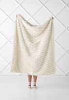 Linen House - Lyanna faux fur throw - cream