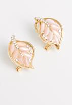 STYLE REPUBLIC - Leaf shape studs-pink/gold
