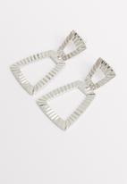 STYLE REPUBLIC - Hammered metal earrings-silver