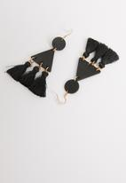 STYLE REPUBLIC - Amber tassel earrings-black