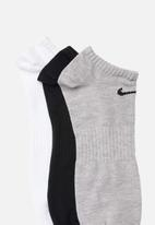 Nike - Nike everyday lightweight no-show - multi