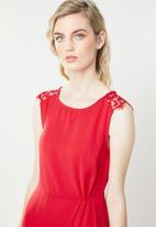 Vero Moda - Lissa lace cap sleeve dress - red