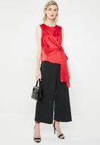 Vero Moda - Lush sleeveless bow top - red