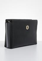 Tommy Hilfiger - Effortless saffiano shoulder bag - black