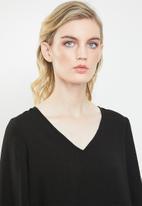 Vero Moda - Gullan balloon sleeve blouse - black