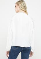 Vero Moda - Paula blouse with lace shoulder - white