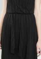 Vero Moda - Wiona sleeveless v front dress - black