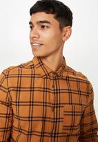 Cotton On - Rugged long sleeve shirt - orange & black