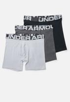 Under Armour - Woven graphic wordmark short - grey & black