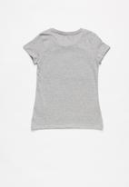 GUESS - Short sleeve faded heart guess tee - grey