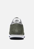 New Balance  - 220 Classic Running -  cargo green