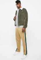 Superbalist - Corduroy full lined sherpa trucker jacket - green