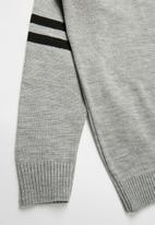 Rebel Republic - Teens pullover with striped sleeves - grey & black