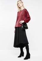 Superbalist - Dropped shoulder blouse - red & black