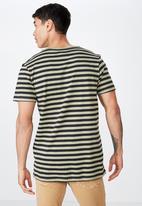 Cotton On - Tbar premium short sleeve tee - green & black