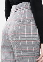 Superbalist - Tapered check pant - grey & red