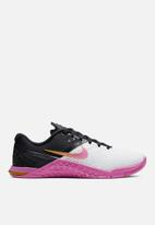 Nike - Metcon 4 XD - white / university gold / fuchsia