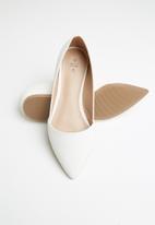 Call It Spring - Snakeskin ballerina - white