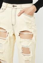 Missguided - Riot high rise ripped mom jean - yellow