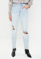 Missguided - Riot busted knee high rise mom jean - blue