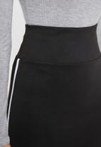 STYLE REPUBLIC - Racing stripe skirt - black
