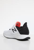New Balance  - Fresh Foam ROAV - Future sport - white