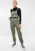 Missguided - Dungaree cargo jumpsuit - green