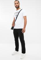 GUESS - Guess short sleeve triangle tee - white