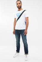 GUESS - Eric slim fit straight leg jeans - blue