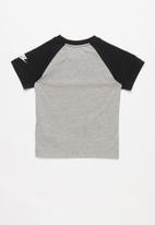 Nike - Nkb nsw jdi short sleeve raglan tee - grey & black