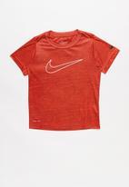 Nike - Nkb crossdye swoosh df tee - red